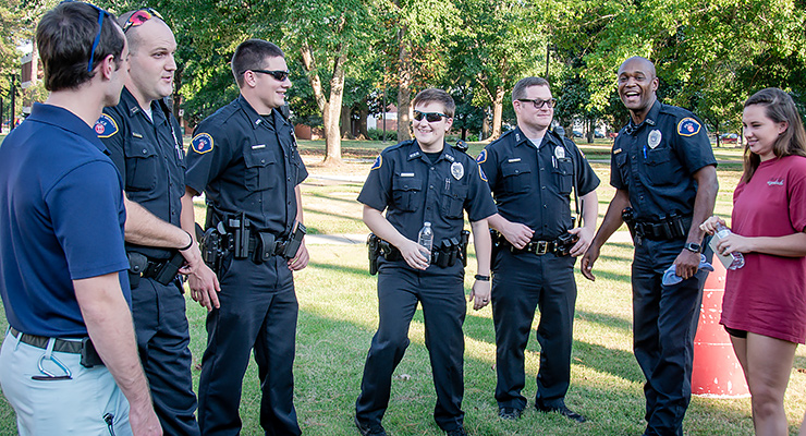 Henderson students picnic with the police